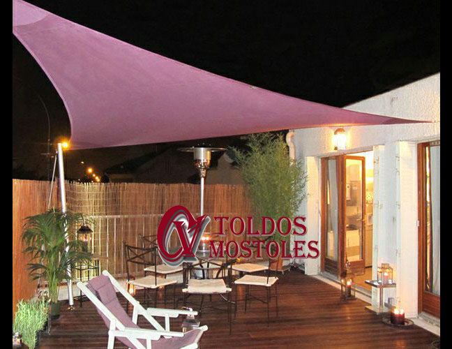 Toldos para aticos excellent toldo extensible with toldos for Toldos triangulares para terrazas