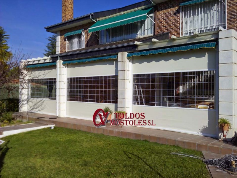 C mo cerrar una terraza con toldos verticales en madrid for Toldos verticales para terrazas