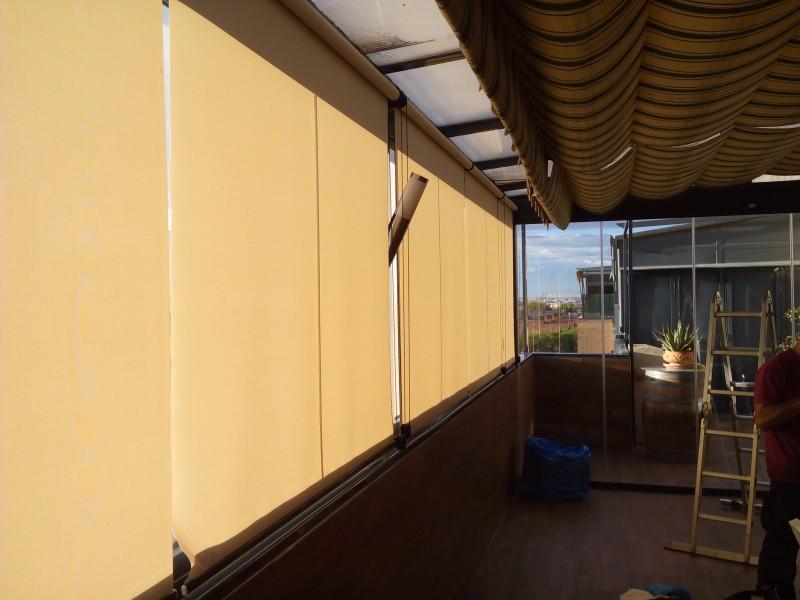 Techo fijo y cortina de cristal instalada en pinto - Toldos fijos para terrazas ...
