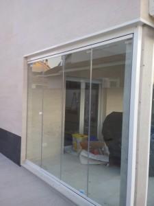 cortina de cristal instalada en villanueva cañada